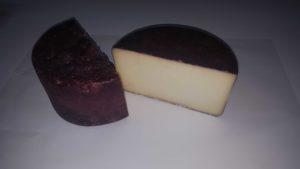 Detalle del corte del queso al vino Fanbar